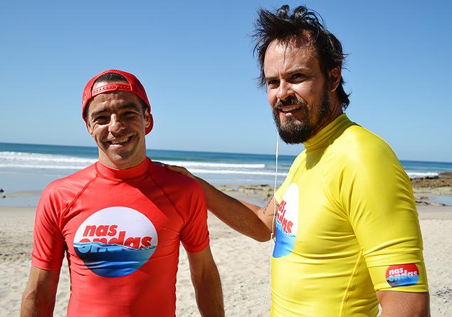 TUBO O skatista Sandro Dias e o ator Paulo Vilhena participam do reality de surfe 'Nas Ondas da Costa Rica', que vai ao ar domingo, no 'Esporte Espetacular' (Globo)
