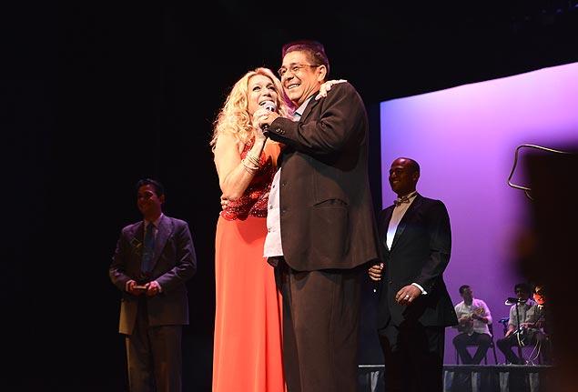 TROFÉU Susana Vieira e Zeca Pagodinho foram homenageados na premiação Brazilian International Press Awards, no dia 3, em Fort Lauderdale (EUA)