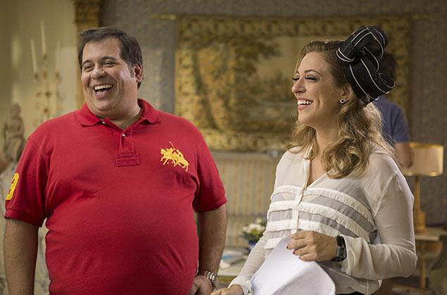 Telona: Leandro Hassum se diverte com a também humorista Júlia Rabello nas gravações do filme 'Vestido Pra Casar', com estreia prevista para 7 de agosto (Crédito: DanBehr/Divulgação)