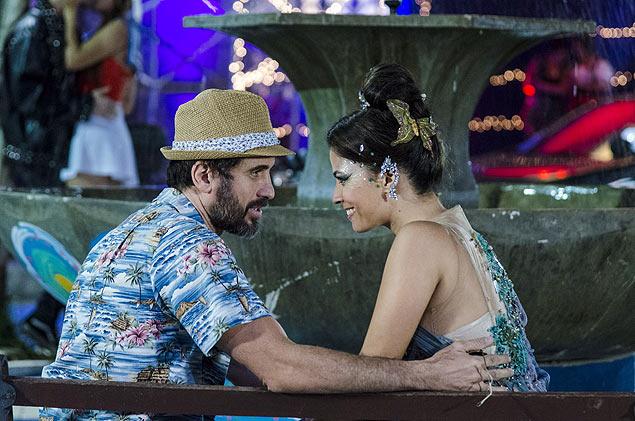 Juntos: Gael (Eriberto Leão) e Dandara (Emanuelle Araújo) viram o assunto da festa à fantasia após beijo em 'Malhação', da Globo (Crédito: Ellen Soares/TV Globo)