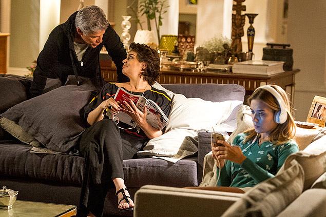 Armário: Cláudio (José Mayer) se despede de Beatriz (Suzy Rêgo) dizendo que vai caminhar, mas vai encontrar o amante na novela 'Império' (Crédito: João Cotta/TV Globo)
