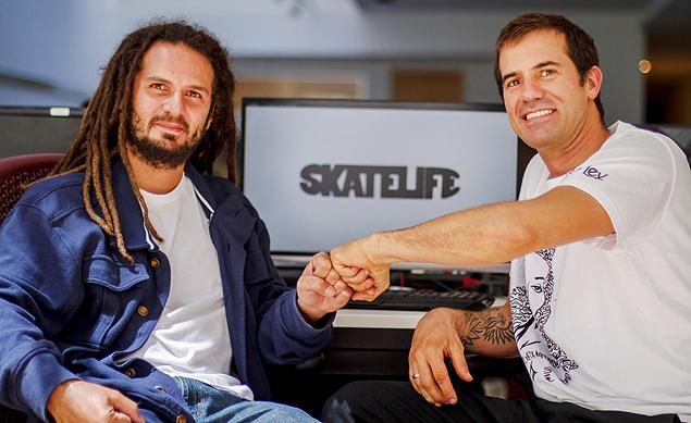 RADICAL: Carlinhos Zodi (à esq.), do canal Off, está lançando no YouTube o canal Skatelife, com participação de ícones do skate como Bob Burnquist (crédito: Divulgação)