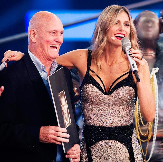 VISITA: Fernanda Lima recebe seu pai, Cleomar Lima, na volta do 'Amor & Sexo', nesta quinta (9), na Globo, com o tema 'é dos carecas que elas gostam mais'