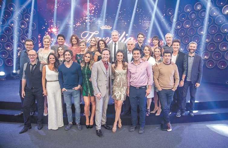 """ENTÃO É NATAL: Eis o elenco da Record no especial """"Família Record"""", que terá direito a amigo secreto, musicais e brincadeiras; no ar nos dias 16 e 23 (crédito: Edu Moraes/Record)"""
