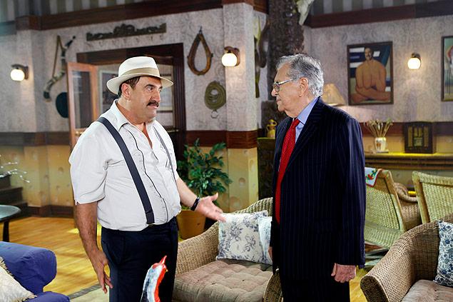 """SITCOM: Ratinho e Carlos Alberto de Nóbrega conversam nos intervalos do especial """"Pousada do Ratinho"""", que vai ao ar no dia 30, às 23h, no SBT (crédito: Divulgação/SBT)"""