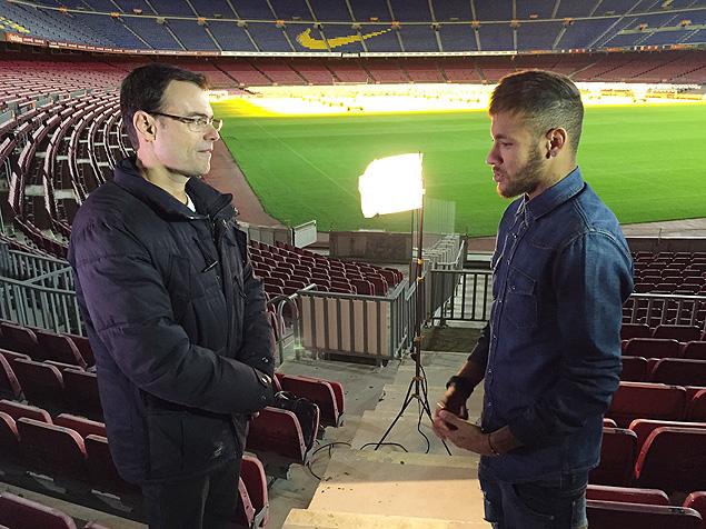 "Craque Tino Marcos entrevista Neymar para o ""Esporte Espetacular"" no centro de treinamento do Barcelona; a entrevista vai ao ar no domingo (21)"