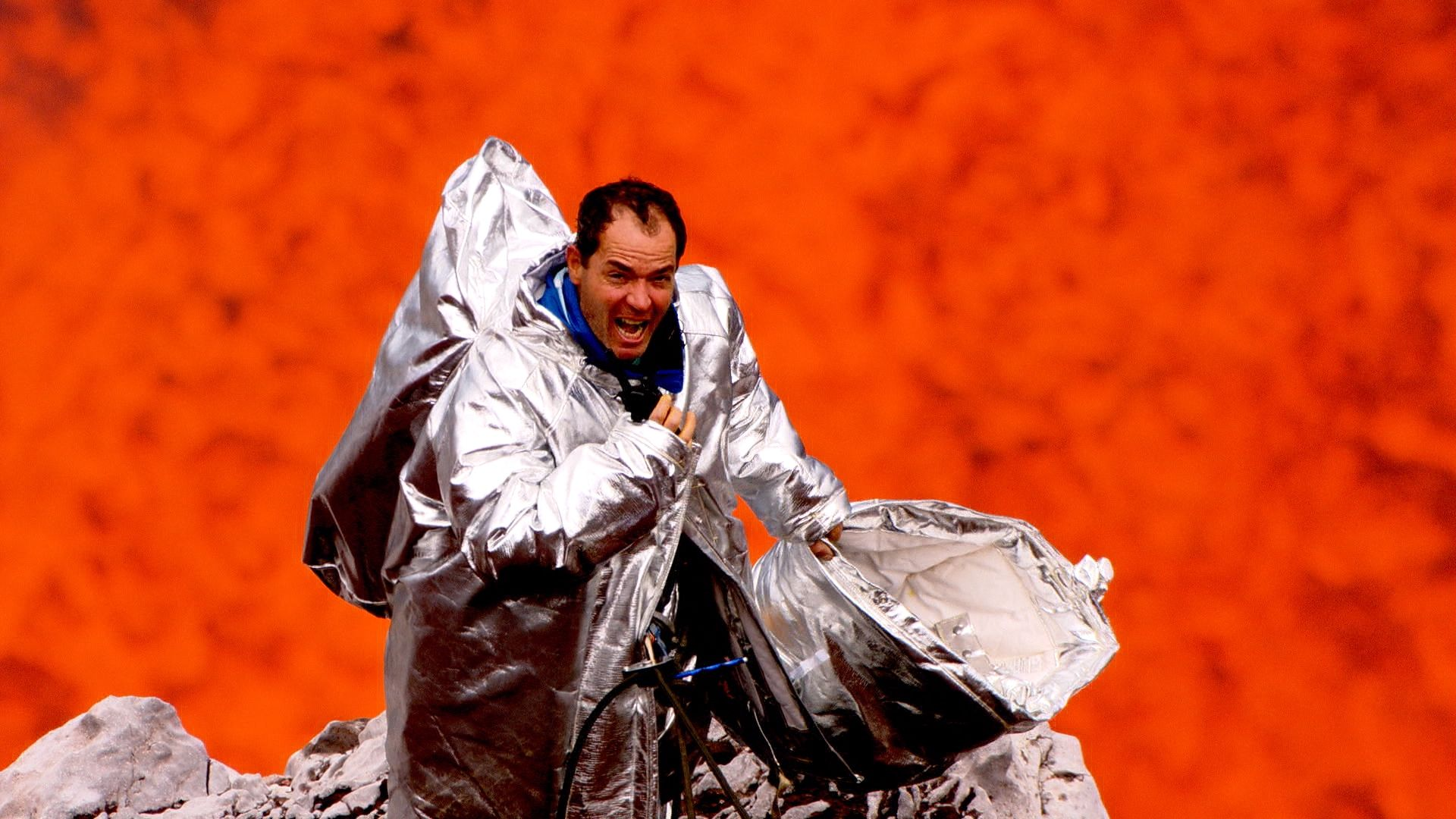 LAVA: Clayton Conservani explora o Ambrym, o vulcão mais explosivo do mundo, no primeiro 'Planeta Extremo', que estreia dia 25 na Globo
