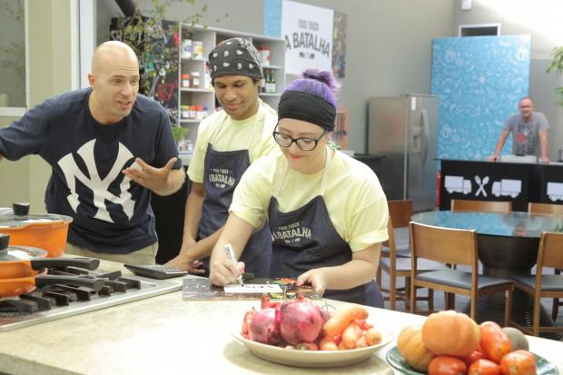 """APETITE Adolpho Schaefer (esq) será um dos apresentadores do reality, """"Food Truck - A Batalha"""" (GNT), que estreia dia 2 de março. (Foto: Divulgação)"""