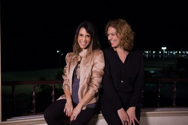 """MADRUGADA Sarah Oliveira entrevista Patrícia Pillar para seu novo programa, """"Calada Noite"""", que estreia nessa quarta (4) às 23h30, no GNT (Foto: Divulgação)"""