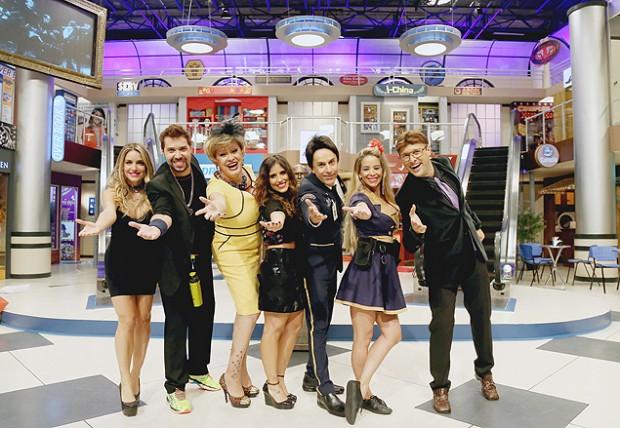 EQUIPE Primeira foto do elenco do programa de Tom Cavalcante, '#PartiuShopping' (Multishow), que tem previsão de estreia para junho (Foto: Divulgação)