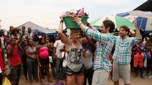 equilíbrio O 'Legendários' (Record) de sábado (21) traz Juju Salimeni, Marcos Mion e Mionzinho em visita a Angola, na África (Foto: VieiraPress/ Divulgação)