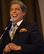 O humorista Wellington Muniz caracterizado como SIlvio Santos (Fabio Braga/Folhapress)