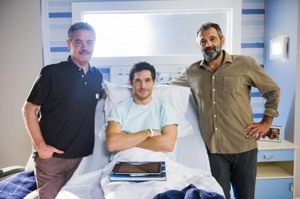 DNA Michel Noher posa entre Jean Pierre Noher (à esq.), seu pai na vida real, e Domingos Montagner (à dir.), pai biológico dele em 'Sete Vidas', da Globo (Foto: João Miguel Júnior/TV Globo)