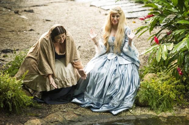 REALEZA Dani Calabresa (dir.) é uma princesa e Fabiana Karla (esq.) sua mucama em quadro do novo 'Zorra Total', que estreia no dia 9 na Globo (Foto: João Cotta/Globo)
