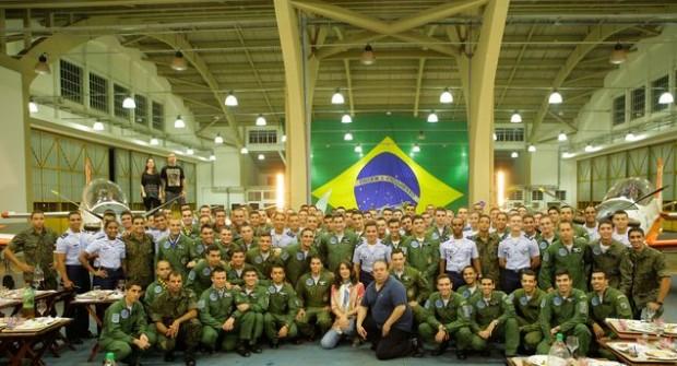 Competidores preparam refeições para 100 cadetes da Força A.jpg