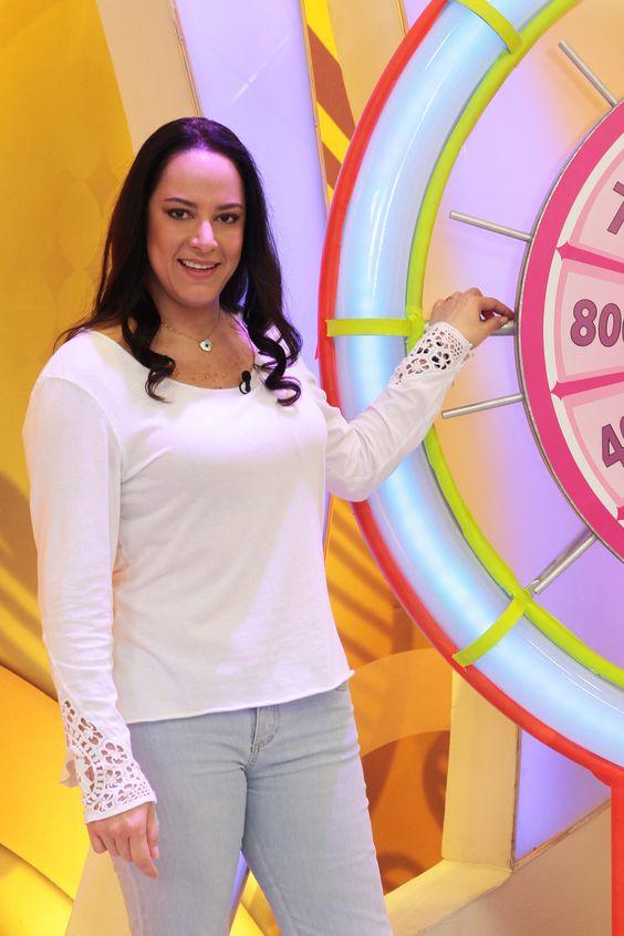 """Silvia Abravanel no palco do programa """"Bom Dia & Cia"""" (Divulgação/SBT)"""