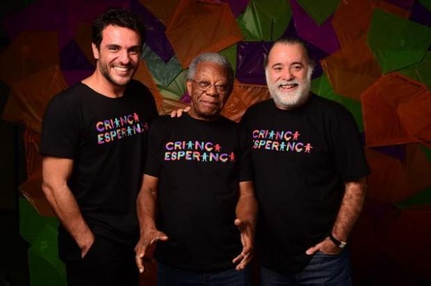 Rodrigo Lombardi (à esq.), Milton Gonçalves (ao centro) e Tony Ramos (à dir.) nos bastidores de 'Criança Esperança' (Globo) (João Cotta/Divulgação)