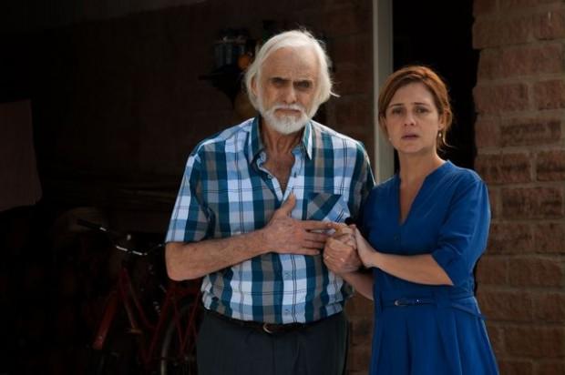 >> Volta, Carminha Adriana Esteves, a Inês de 'Babilônia' (Globo), e Francisco Cuoco no filme 'Real Beleza', de Jorge Furtado, que estreia nesta quinta (6)