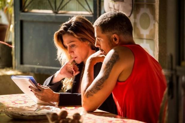 >> LIÇÃO DE CASA A diretora Amora Mautner ensaia cena de 'A Regra do Jogo' (Globo) com Cauã Reymond; ele será Juliano, professor de luta e ex-presidiário, na trama das nove que estreia dia 31