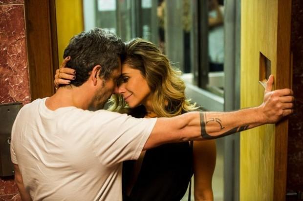 >> AMOR BANDIDO Após conhecer Romero (Alexandre Nero) em um bar, Atena (Giovanna Antonelli) vai à casa dele no dia seguinte; a cena vai ao ar neste sábado (12) em 'A Regra do Jogo' (Globo)  (João Miguel Júnior/Divulgação)