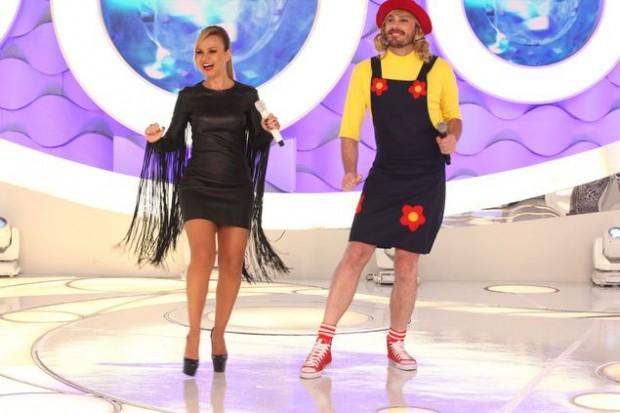 >> DEDINHOS Danilo Gentili aparecerá em versão Eliana apresentadora infantil, neste domingo (22), no 'Programa Eliana' (SBT) de aniversário dela (Divulgação)