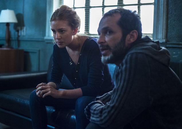 O diretor José Luiz Villamarim e Marina Ruy Barbosa em gravação de 'Justiça' (Estevam Avellar/Divulgação)