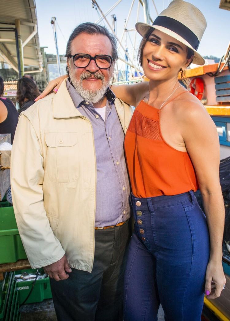 Luis Melo e Giovanna Antonelli em gravação de 'Sol Nascente' (Globo), em Búzios ; eles serão pai e filha (João Miguel Junior/Divulgação)