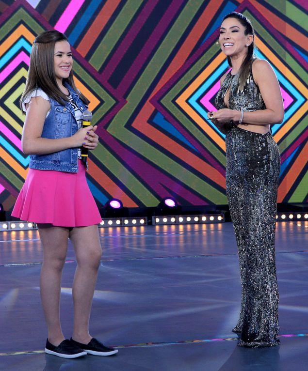 Patricia Abravanel recebe a atriz-mirim Maisa Silva no 'Máquina da Fama' (Divulgação)