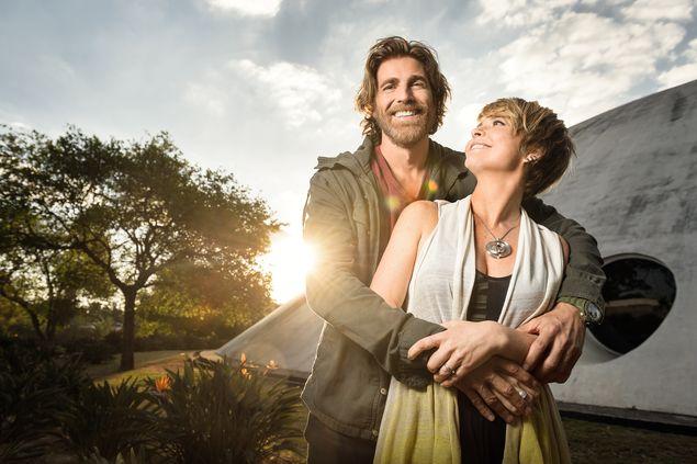 Claudia Abreu e Reynaldo Gianecchini em gravação da novela 'A Lei do Amor' (Ramón Vasconcelos/Divulgação)