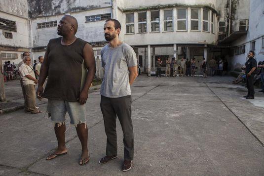 Thogun e Julio Andrade em cena de 'Um Contra Todos' (Divulgação)
