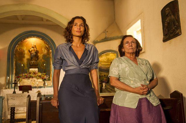 Zezita Matos (à dir.) e Camila Pitanga em cena de 'Velho Chico' (Mauricio Fidalgo/Divulgação)