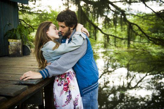 Chay Suede e Isabelle Dreummond no prólogo de 'A Lei do Amor' (João Miguel Junior/Divulgação)