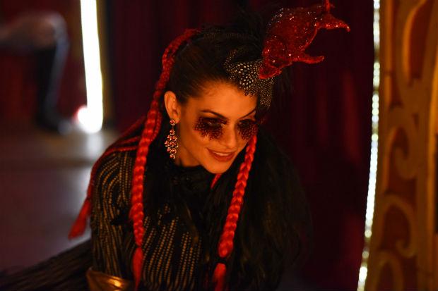 tigresa Antes da novela 'Rock Story' (Globo), Alinne Moraes filmou a exuberante Tigrana --meio vilã, meio mocinha em 'Os Saltimbancos Trapalhões'. Estreia em 26/1 (Divulgação)