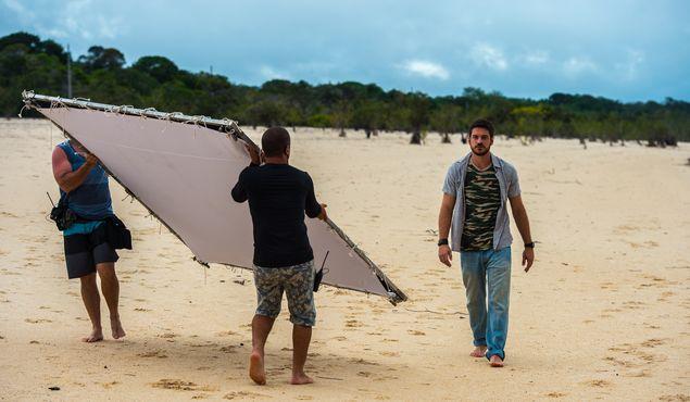 Marco Pigossi em gravação de 'A Força do Querer' em Manaus (AM)  (Estevam Avellar/Divulgação)